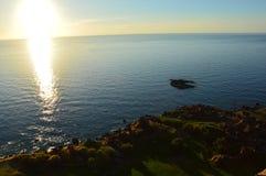 Vista no mar de Castelsardo antes do por do sol Imagens de Stock Royalty Free