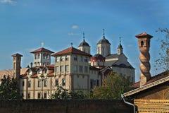 Vista no monastério Kovilj complexo, Sérvia fotografia de stock