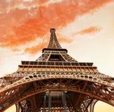 Vista no pé da torre Eiffel. fotografia de stock