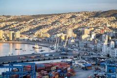 Vista no porto de Valparaiso fotos de stock royalty free