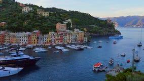 Vista no porto em Portofino, Itália video estoque