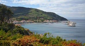 Vista no porto histórico de Marciana do porto na ilha da Ilha de Elba Fotos de Stock Royalty Free