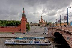 Vista no quadrado vermelho e no rio de Moscou, Moscou, Rússia Imagens de Stock Royalty Free