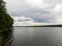 Vista no rio Dnieper imagem de stock