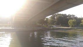Vista no rio e na outra costa imagens de stock royalty free