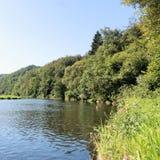 Vista no rio Semois, belga Ardennes fotos de stock