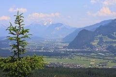 Vista no vale da pensão em Áustria Imagens de Stock