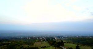 Vista no vale de Alazan pelo zangão aéreo Geórgia, região do vinho de Kakheti vídeos de arquivo
