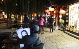 Vista nocturna de la ciudad antigua del shuhe del lijiang foto de archivo
