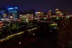 Vista nocturna de Xian City de los terraplenes de la pared, - Imagen fotos de archivo