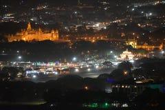 Vista nocturna del palacio de Mysore fotografía de archivo libre de regalías