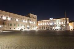 Vista nocturna del palacio de Quirinal, Roma, Italia imágenes de archivo libres de regalías