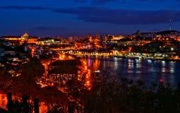 Vista nocturna del río del Duero en Oporto imágenes de archivo libres de regalías