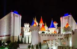 Vista nocturna en el hotel y el casino - hotel de lujo y el casino de Excalibur en la tira de Las Vegas foto de archivo libre de regalías