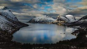 Vista Norvegia, Senja di Ersfjord fotografia stock libera da diritti