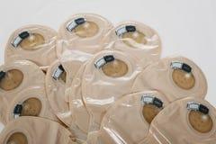 Vista nos sacos ostomy - fontes após a cirurgia da colostomia - imagem imagens de stock royalty free