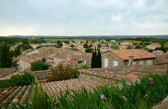 Vista nos telhados das construções de Grignan imagens de stock royalty free