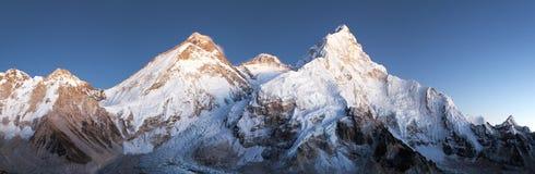 Vista noturna de Monte Everest, de Lhotse e de Nuptse fotografia de stock royalty free