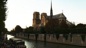 Vista oblicua del exterior de la catedral París de Notre Dame metrajes