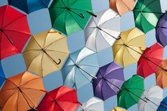 Vista obliqua colorata degli ombrelli Fotografia Stock