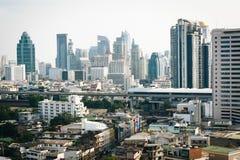 Vista obscura dos arranha-céus em Banguecoque, Tailândia Imagem de Stock Royalty Free