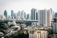 Vista obscura dos arranha-céus em Banguecoque, Tailândia Foto de Stock Royalty Free
