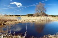 Vista outonal da lagoa, das montanhas do Bohemian e do Moravian imagem de stock