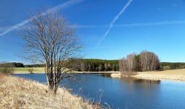 Vista outonal da lagoa, das montanhas do Bohemian e do Moravian imagens de stock royalty free