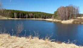 Vista outonal da lagoa, das montanhas do Bohemian e do Moravian imagens de stock