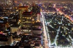 Vista panorámica aérea de Ciudad de México con los rastros ligeros Imagen de archivo
