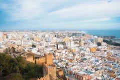 Vista panorámica aérea de la costa vieja de la ciudad y de mar de Almería del Foto de archivo