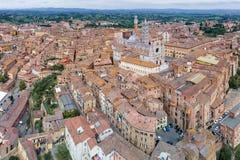 Vista panorámica aérea de los di Siena de Siena Cathedral, del Duomo, y de la ciudad vieja de la ciudad medieval de Siena, Toscan fotografía de archivo