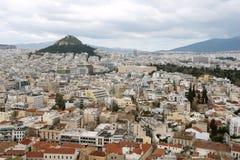 Vista panorámica de Atenas y de la colina de Lycabettus en primavera Imágenes de archivo libres de regalías