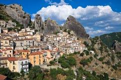 Vista panorámica de Castelmezzano. Basilicata. Italia Foto de archivo libre de regalías
