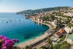 Vista panorámica de Cote d'Azur cerca de la ciudad Fotos de archivo libres de regalías