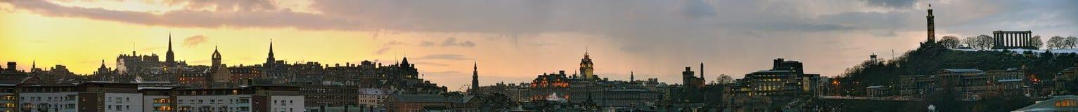 Vista panorámica de Edimburgo, Escocia, en la puesta del sol Foto de archivo libre de regalías