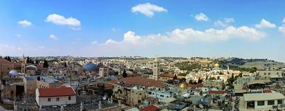 Vista panorámica de Jerusalén con la bóveda de la roca y de la Explanada de las Mezquitas del monte de los Olivos fotos de archivo
