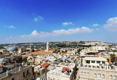 Vista panorámica de Jerusalén con la bóveda de la roca y de la Explanada de las Mezquitas del monte de los Olivos imagenes de archivo