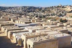Vista panorámica de Jerusalén y de un cementerio Imagen de archivo
