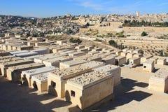 Vista panorámica de Jerusalén y de un cementerio Fotografía de archivo libre de regalías