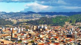 Vista panorámica de la ciudad Cuenca, Ecuador, con sus numerosas iglesias fotos de archivo libres de regalías