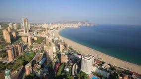 Vista panorámica de la ciudad de Benidorm en Alicante, España almacen de metraje de vídeo