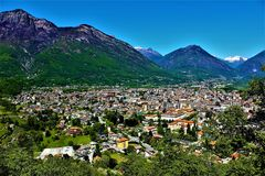 Vista panorámica de la ciudad de Domodossola, Italia Imágenes de archivo libres de regalías