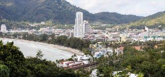 Vista panorámica de la ciudad de Patong y de la playa, Phuket foto de archivo