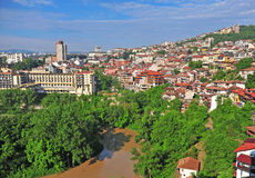 Vista panorámica de la ciudad de Veliko Tarnovo fotografía de archivo libre de regalías