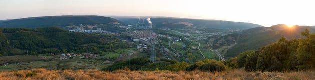 Vista panorámica de la ciudad industrial del La Robla Foto de archivo