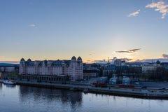 Vista panorámica de la ciudad de Oslo en la puesta del sol vista de la ópera foto de archivo libre de regalías