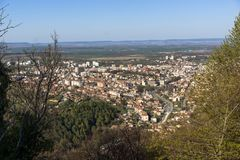 Vista panorámica de la ciudad de Shumen, Bulgaria imagen de archivo