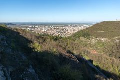 Vista panorámica de la ciudad de Shumen, Bulgaria imagen de archivo libre de regalías