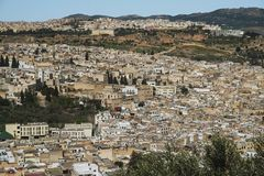 Vista panorámica de la ciudad vieja de Fes imágenes de archivo libres de regalías
